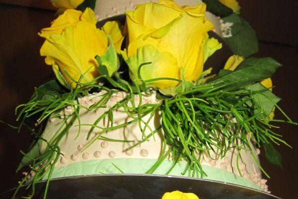 3stock-mit-echten-rosen-gelb-2D0353A99-F0D4-94BF-25CC-1E05D316F15D.jpg